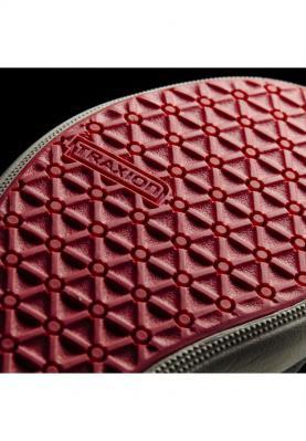 AF6070_ADIDAS_BOAT_SLIP-ON_SLEEK_női_cipő__elölről