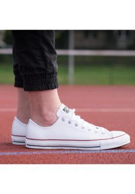 132173C_CHUCK_TAYLOR_ALL_STAR_női_utcai_cipő__hátulról
