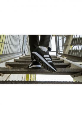 B41550_ADIDAS_FOREST_GROVE_férfi_sportcipő__elölről