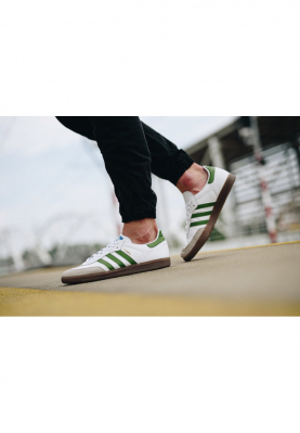 EE7055_ADIDAS_SAMBA_férfi_sportcipő__hátulról
